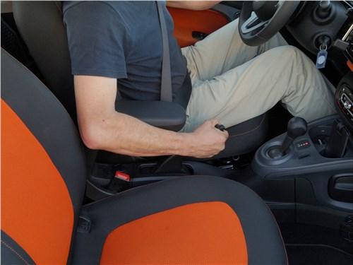 Предпросмотр smart fortwo 2015 подлокотник между креслами