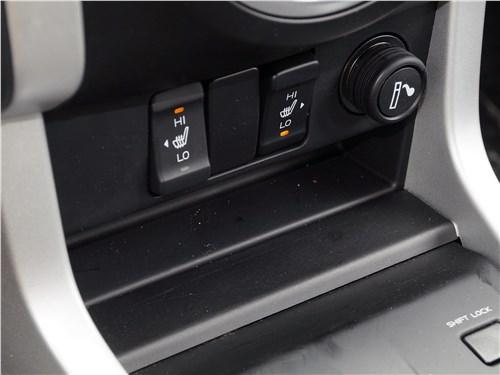 Isuzu D-Max 2016 подогрев передних сидений