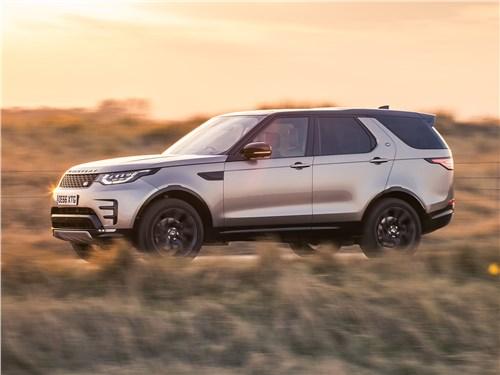 На внедорожнике Land Rover удобно путешествовать по Англии – в этой стране он «свой», при этом хорош и на асфальте, и за его пределами