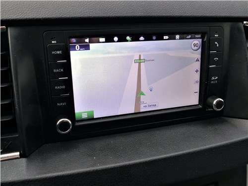 UAZ Patriot 2019 монитор