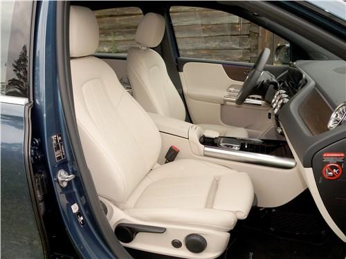 Mercedes-Benz B-Class 2019 передние кресла
