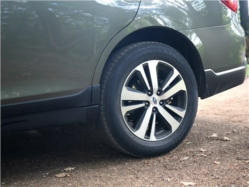Subaru Outback 2018 заднее колесо