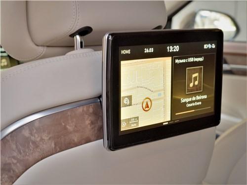 Hyundai Genesis G90 2019 монитор для задних пассажиров