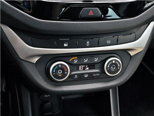 Lada Vesta SW Cross 2018 центральная консоль