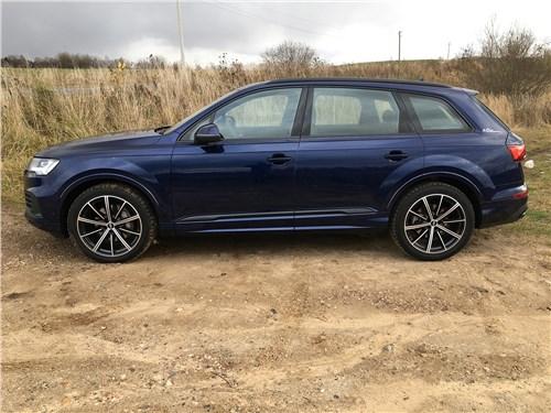 Audi Q7 (2020) вид сбоку