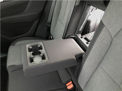 Volvo XC40 (2018) третий ряд