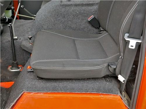 УАЗ 39099 «Экспедиция» (2018) передние кресла