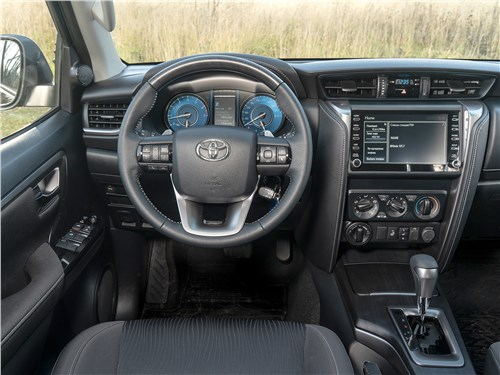 Toyota Fortuner (2021) салон