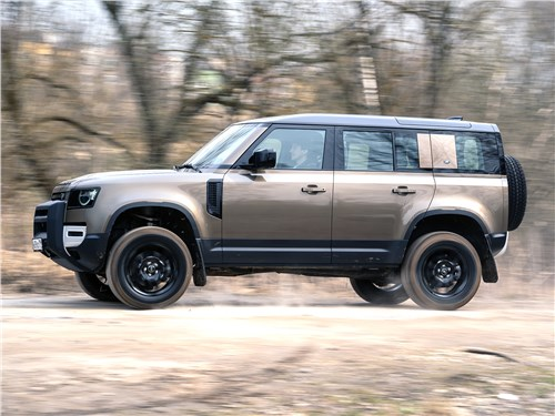 Land Rover Defender 110 (2020) вид сбоку