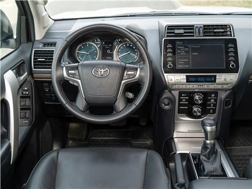 Toyota Land Cruiser Prado (2017) салон