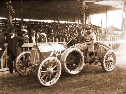 Лянча на своем FIAT в гонке «Тарга Флорио», 1908 г.