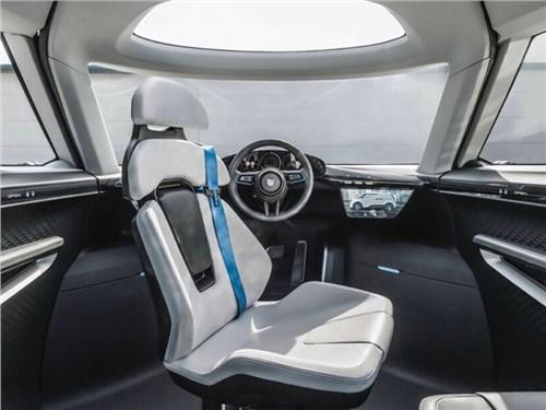 В Porsche показали интерьер минивэна будущего