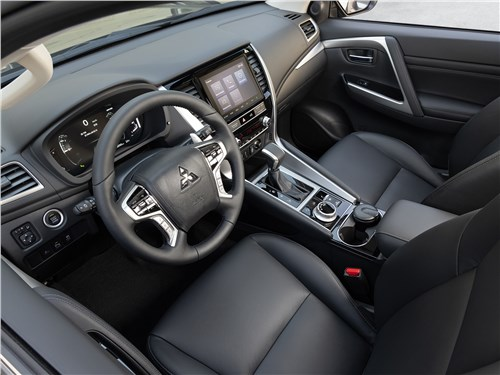 Mitsubishi Pajero Sport (2020) салон