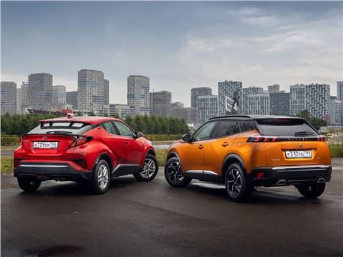 Toyota C-HR (2020) и Peugeot 2008 (2020) вид сзади