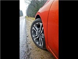 Предпросмотр kia pro cee'd 2013 3 дв. переднее колесо
