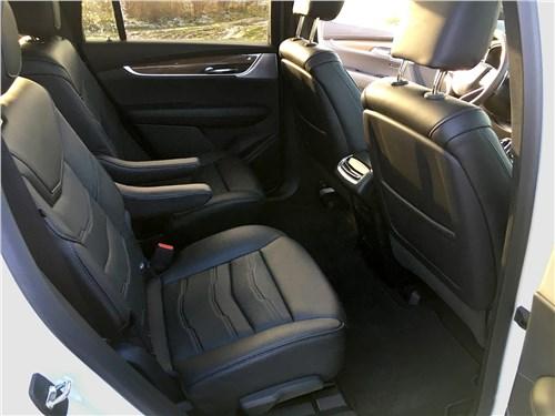Cadillac XT6 2020 кресла второго ряда