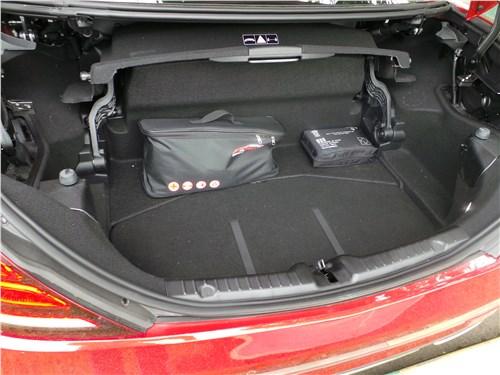 Mercedes-Benz SLC 2017 багажное отделение