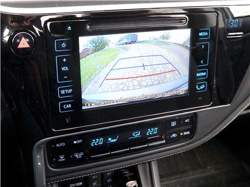 Toyota Corolla 2017 монитор
