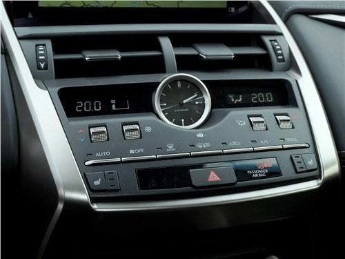 Lexus NX 2018 центральная консоль