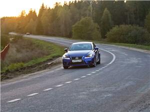 Предпросмотр lexus is fs 2013 на дороге