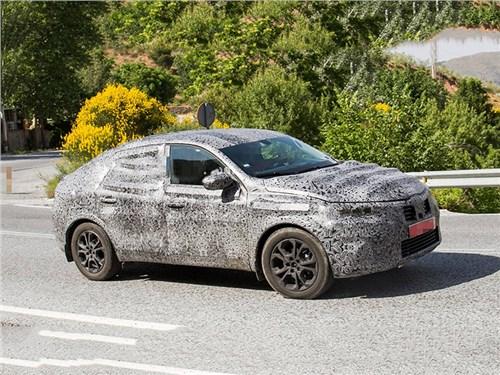 Renault тестирует московский купе-кроссовер. Первые фото
