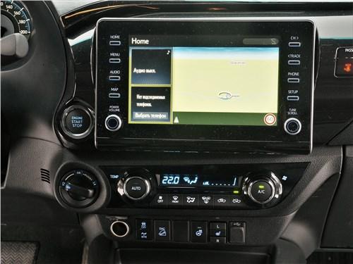 Toyota Hilux (2021) центральная консоль