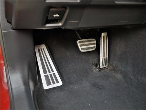 Lexus ES (2019) педали