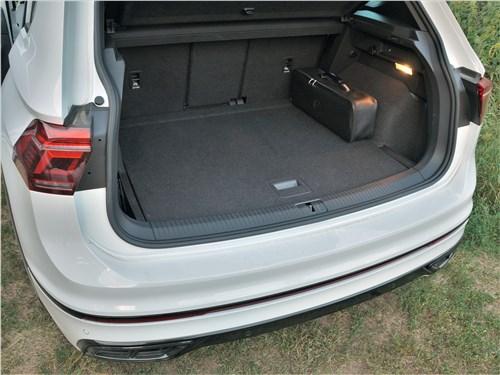 Volkswagen Tiguan R (2021) багажное отделение