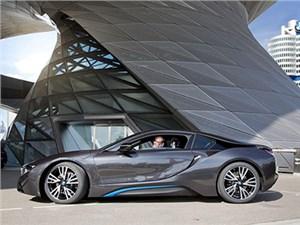 Первые гибридные купе BMW i8 уже доставлены владельцам
