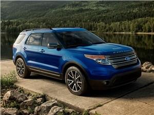 На разных полюсах Explorer - Ford Explorer 2015 вид спереди сбоку