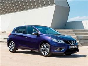 Nissan Pulsar 2015 вид спереди сбоку синий
