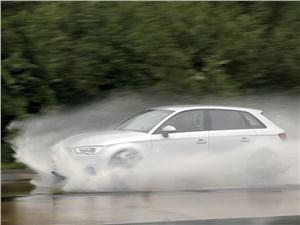 """На клине воды в 5 мм автомобиль с высотой протектора 1,6 мм """"всплывает"""" уже после 70 км/ч!"""