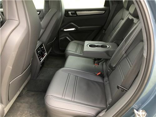 Предпросмотр porsche cayenne turbo s e-hybrid coupe 2020 задний диван