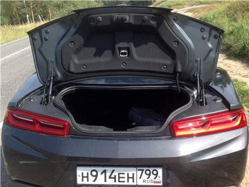 Chevrolet Camaro 2016 багажное отделение