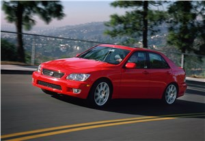 Предпросмотр lexus is300 2001 седан вид спереди слева в динамике