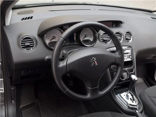 Peugeot 408 2012 салон