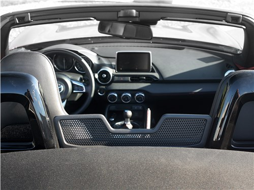 Mazda MX-5 2015 салон