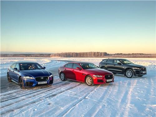 Jaguar F-Pace 2018 вид спереди