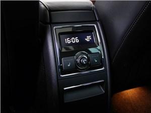 Skoda Superb Combi 2013 управление микроклиматом на втором ряду
