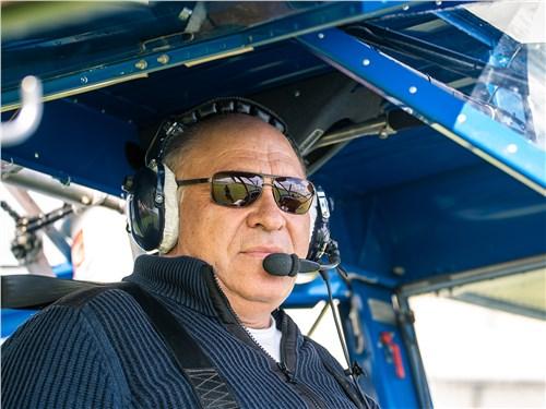 Летчик-инструктор Юрий Выходцев знает об этих самолетах все – он за штурвалом уже 44 года!
