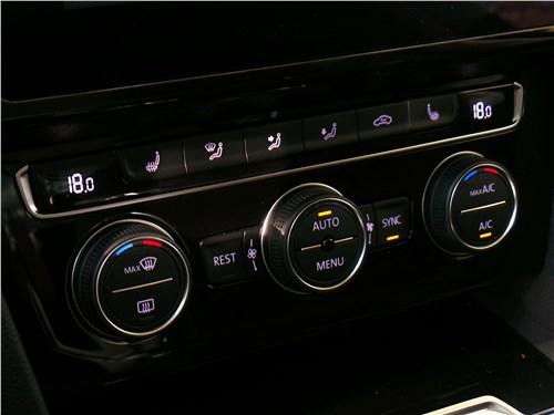 Volkswagen Passat 2015 кправление климатом
