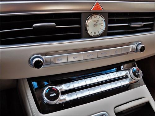 Hyundai Genesis G90 2019 центральная консоль