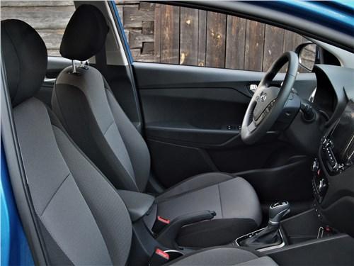 Hyundai Solaris 2020 передние кресла