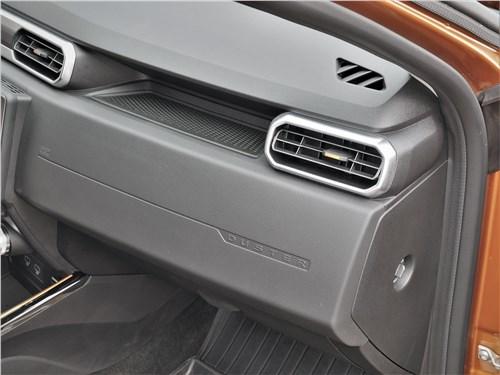 Renault Duster (2021) полочка для смартфона