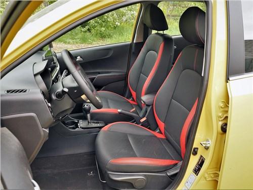 Kia Picanto (2021) передние кресла