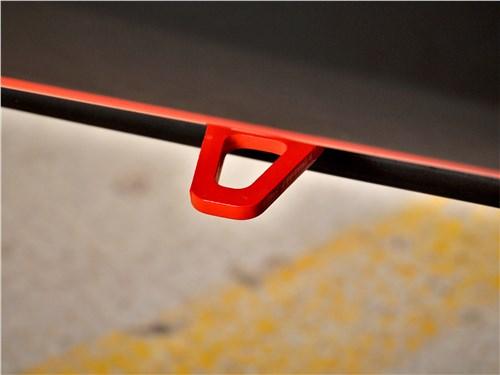 Porsche Cayman GT4 (2020) страховочный выступ