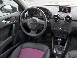 Audi A1 2011 водительское место