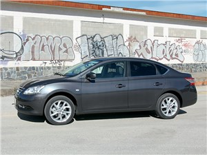 Nissan Sentra 2013 вид сбоку