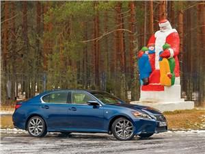 Великий устюг. Lexus GS 350 возле Деда Мороза
