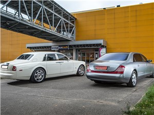 Maybach 62 и Rolls-Royce Phantom EWB вилд сзади